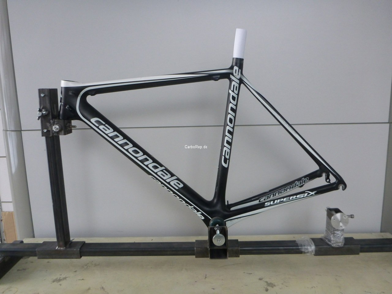 Carbon_Rahmen_Reparatur_Cannondale_SuperSix01